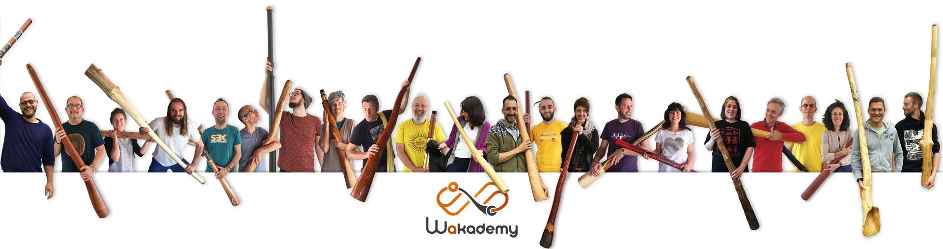 joueuses et joueurs de didgeridoo avec leurs instruments