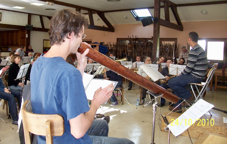 Gauthier Aubé répétant avec l'orchestre