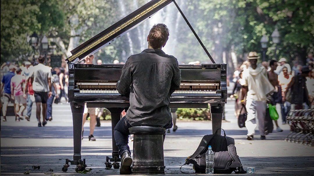 Podcast | Faut-il être un artiste pour vivre de son art ?