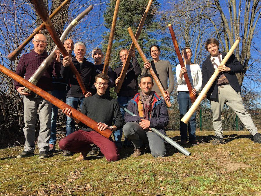 Joueurs de didgeridoo avec leur didgeridoo