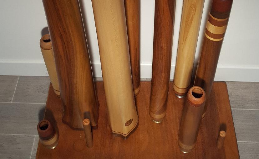 support avec des didgeridoos